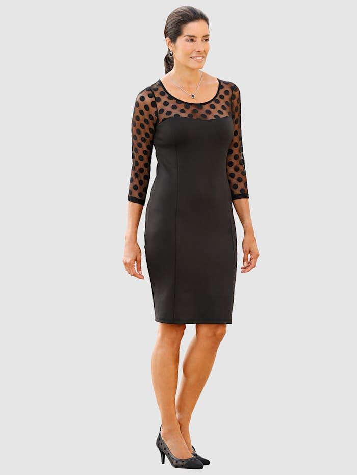 Šaty s bodkovanou sieťovou vsadkou