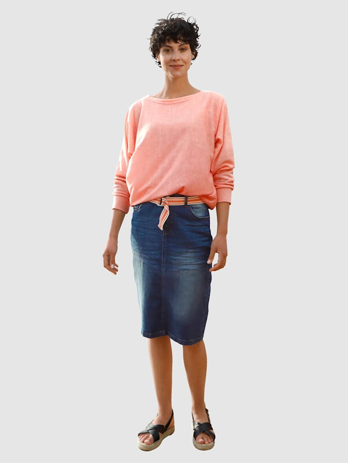 Džínsová sukňa s moderným spraním