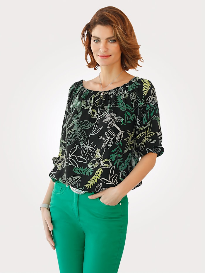Pull-on blouse with a wide boat neck
