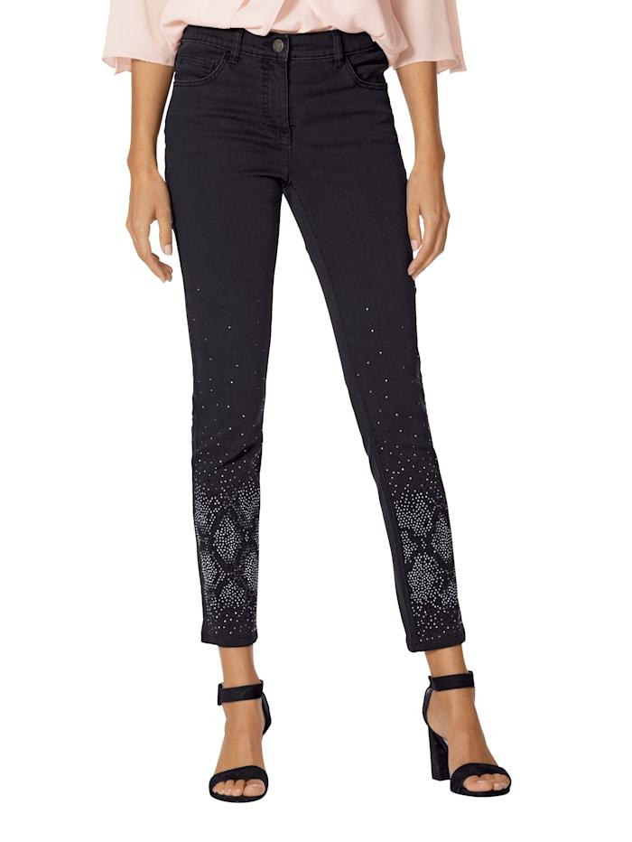 Jeans mit Strasssteindekoration im Vorderteil