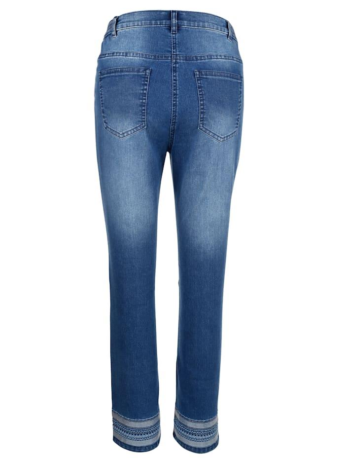 Jeans med trendigt broderi