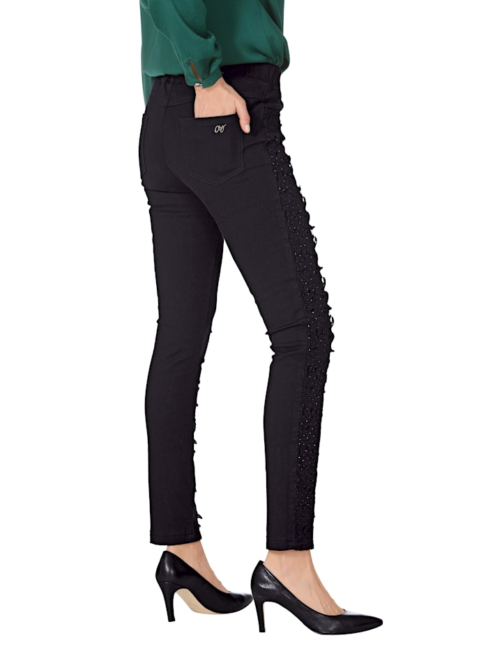Jeans met kant en strassteentjes