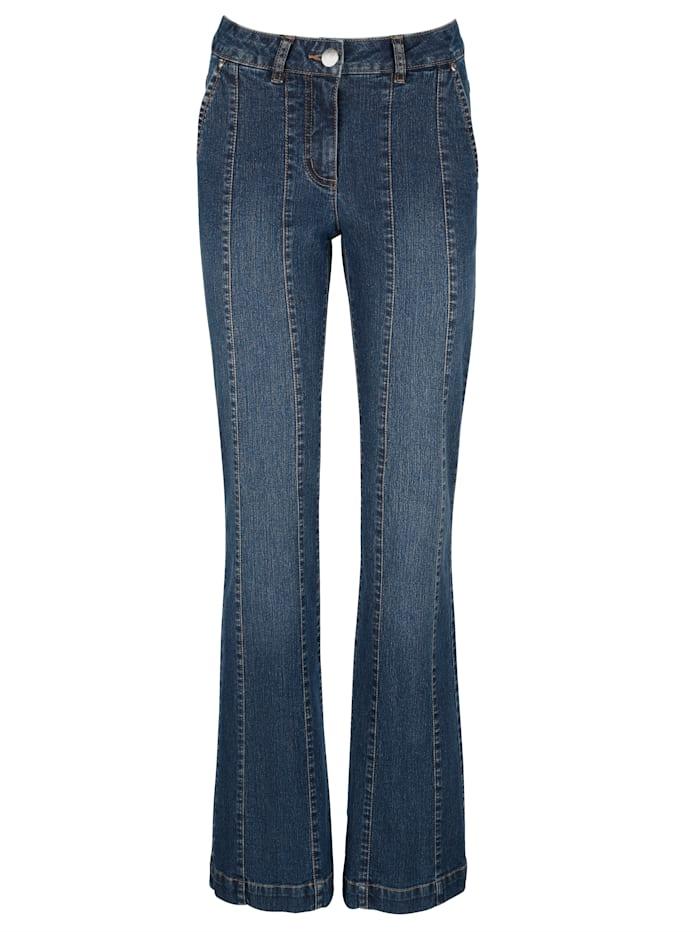 Jeans mit dekorativen Teilungsnähten