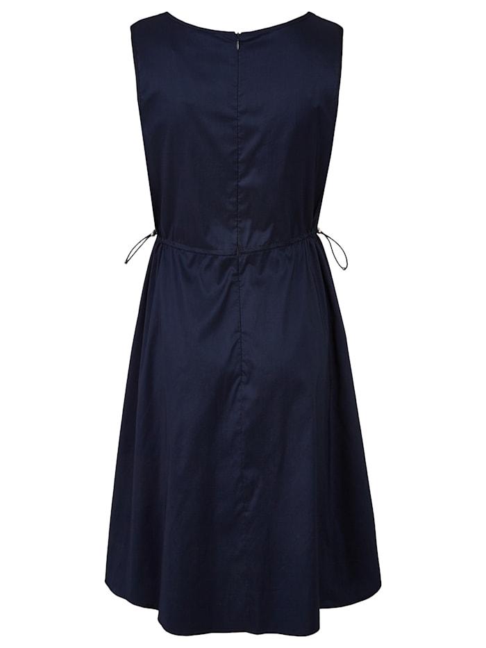 Sommerliches Kleid im eleganten Design