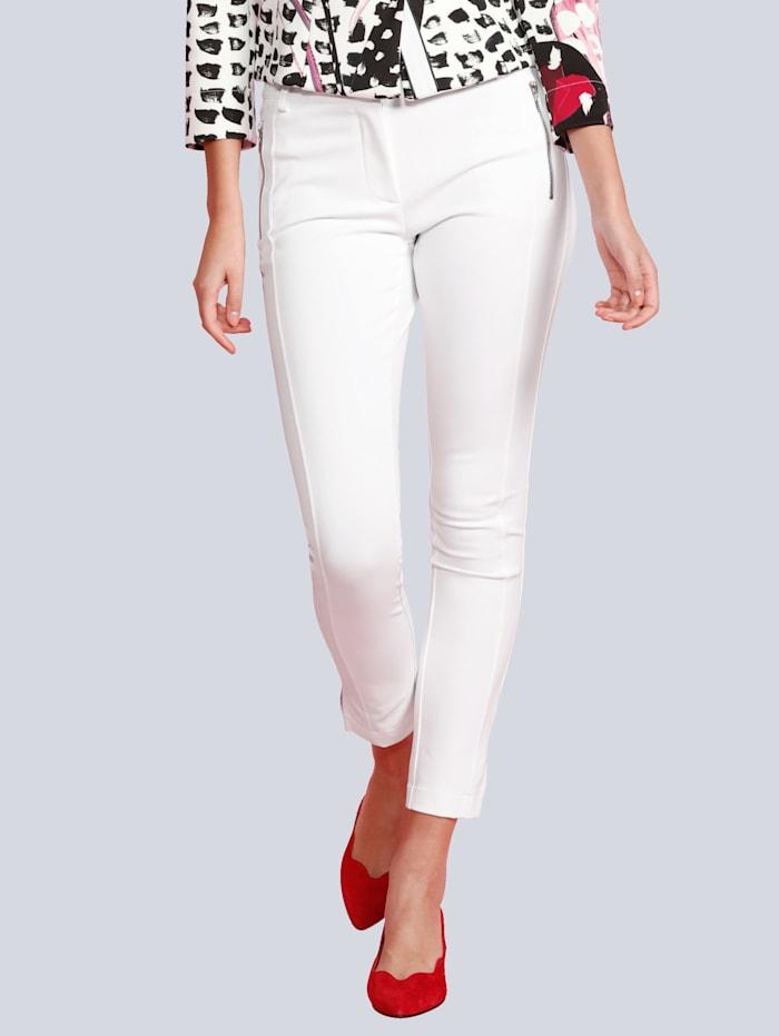 Hose mit Seitenschlitz am Hosenbein