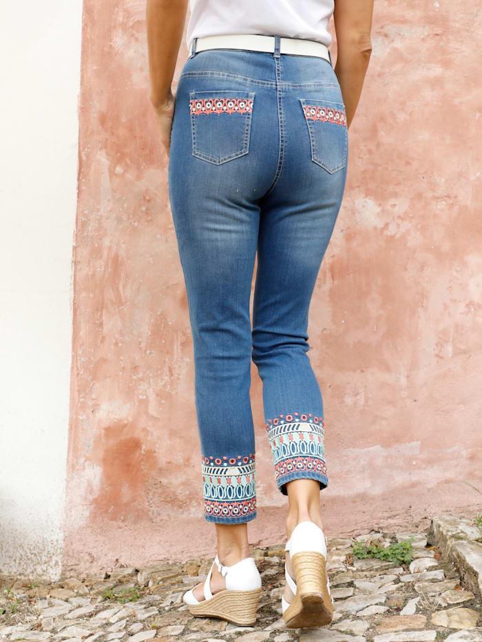 3/4 Jeans mit effektvoller Bordürenstickerei