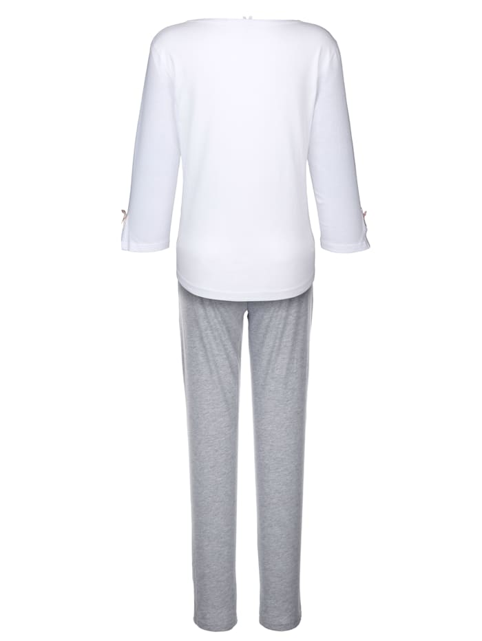 Tekstikirjailtu pyjama