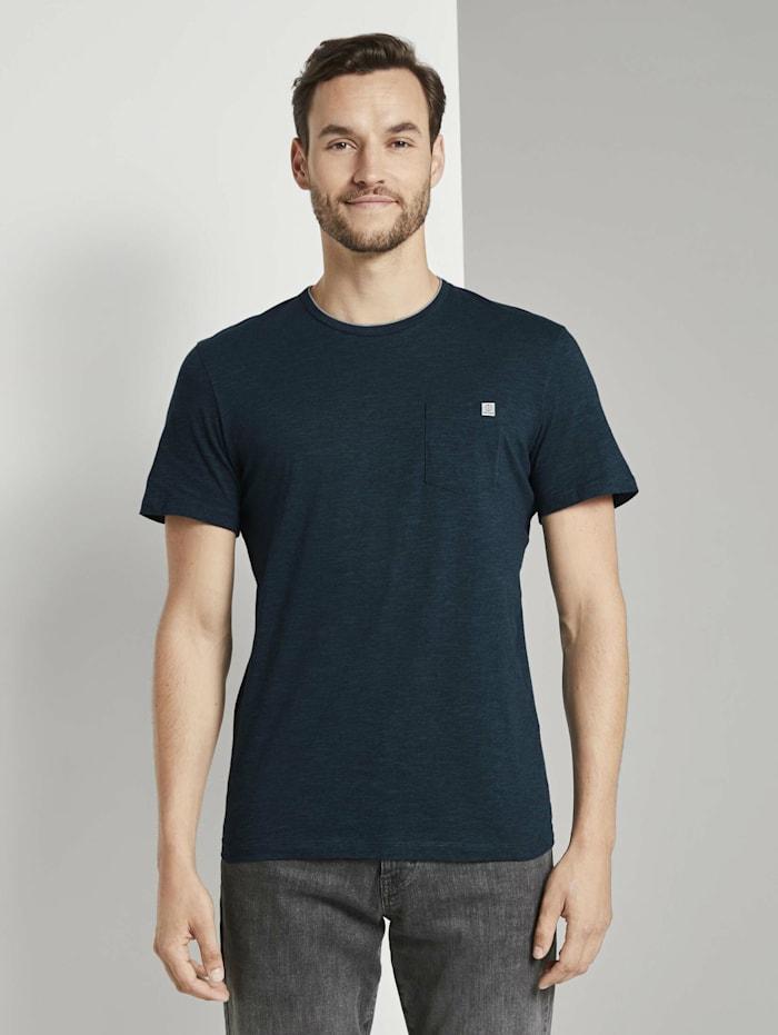 Fein gestreiftes T-Shirt mit Brusttasche