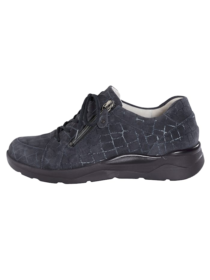 Lace-up shoes with a flexible cushioned sole