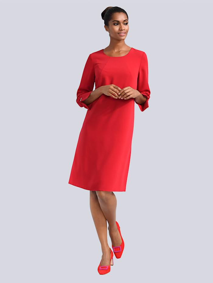 Kleid mit aufwendiger Manschetten-Lösung
