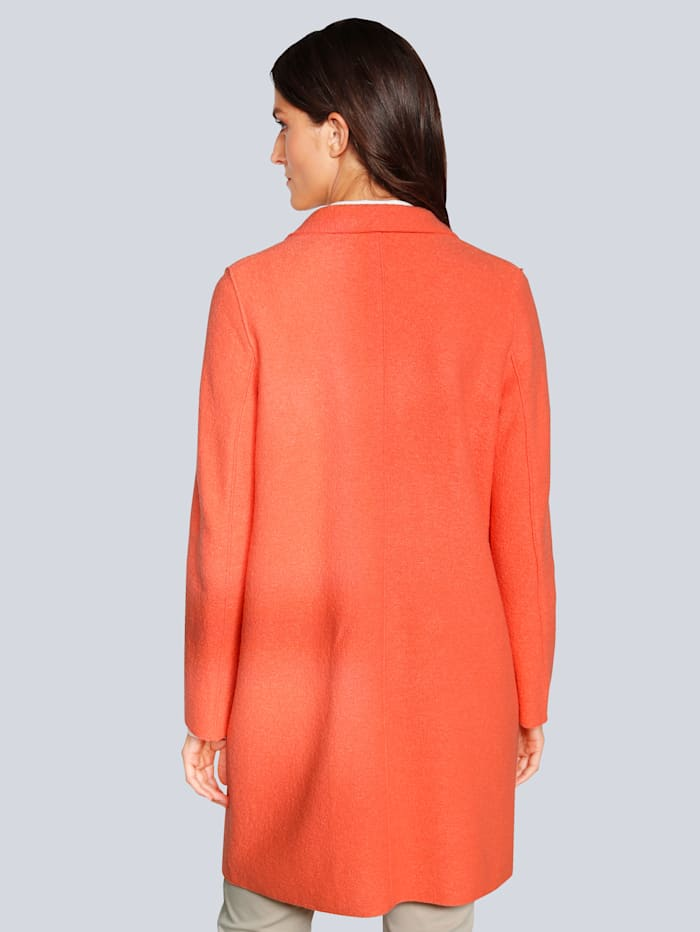 Mantel in modischer Farbe