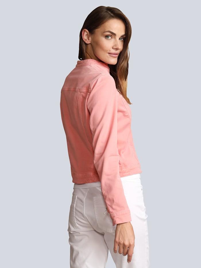 Jeansjacke in modischer Farbe