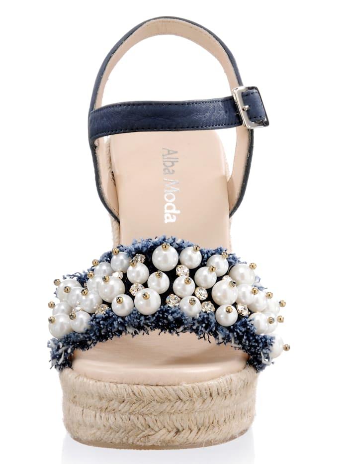 Sandalette mit üppig geschmücktem Riemen
