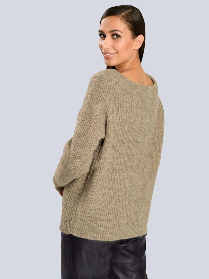 Pullover mit modisch weitem Ausschnitt