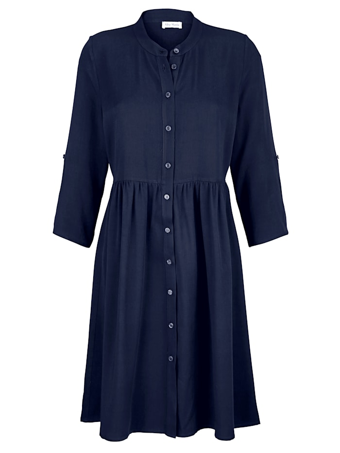 Kleid mit kleinen Raffungen im Taillenbereich