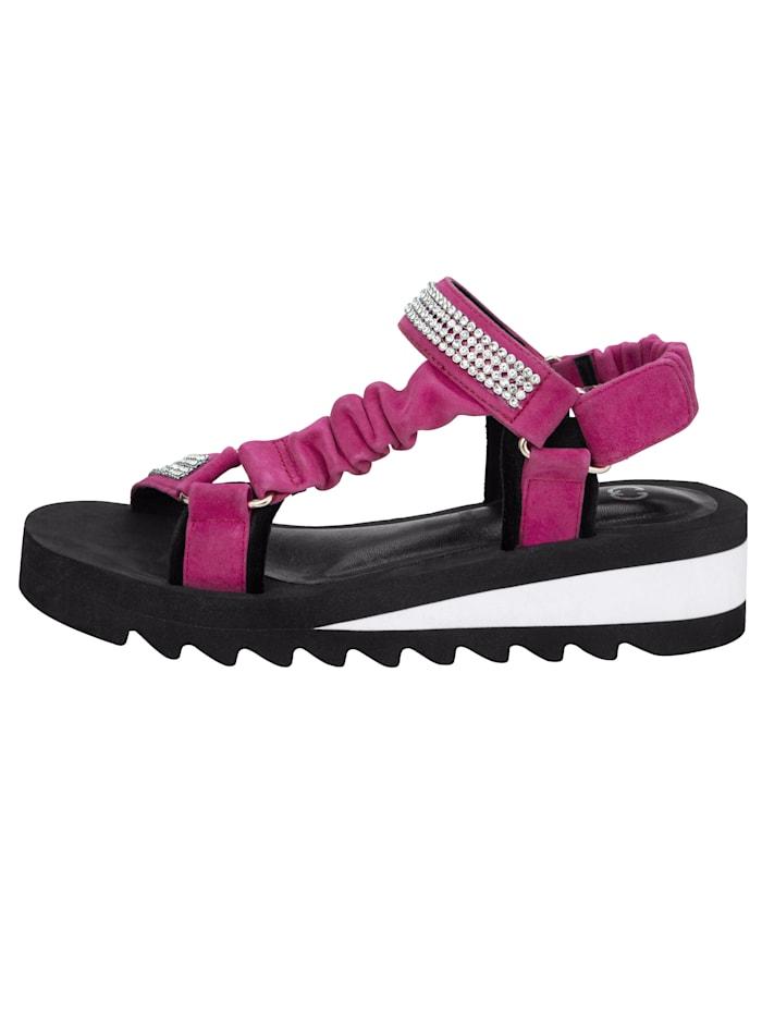 Sandaler med strassprydda remmar