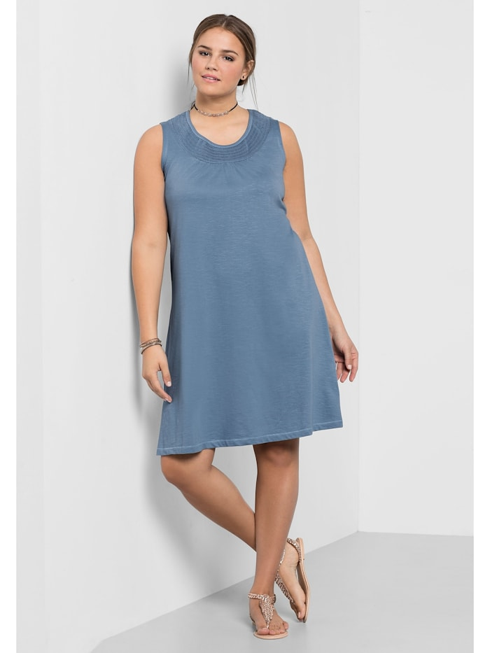 Sheego Shirtkleid mit Smok-Einsatz, blau