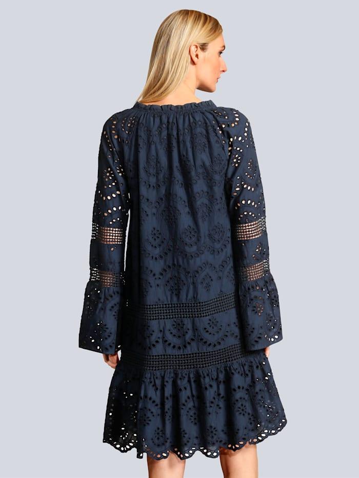 Kleid mit schöner Stickerei