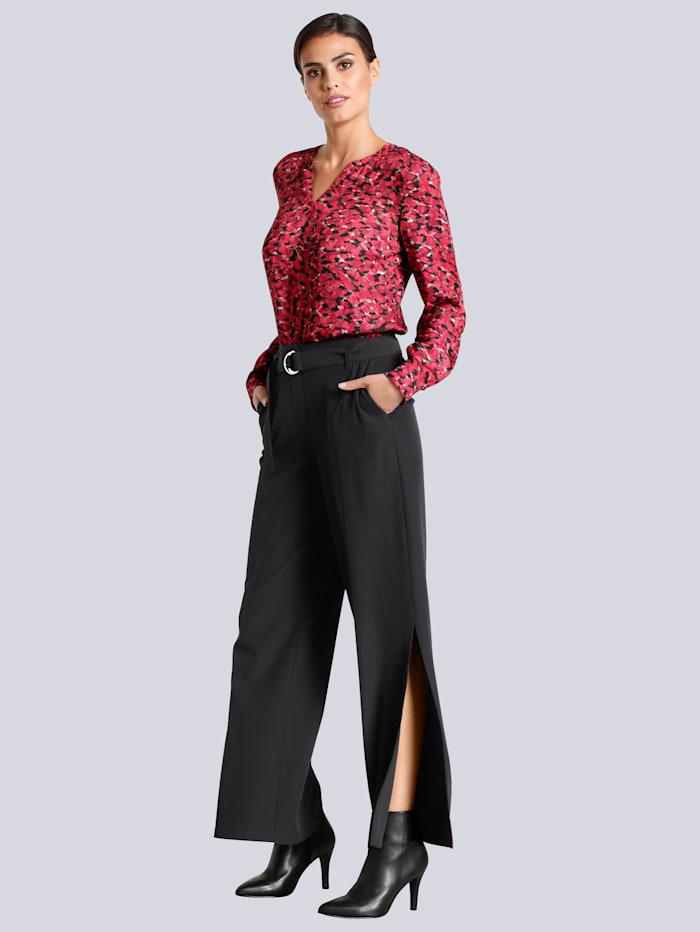 Hose mit modischen Schlitzen