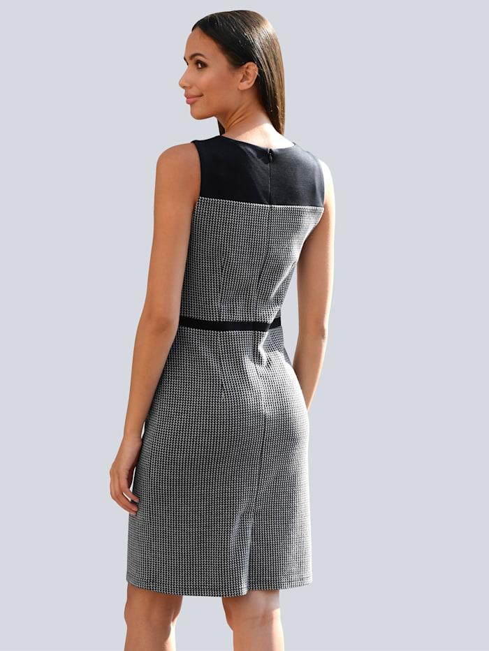 Kleid mit uni abgesetztem Schulterbereich