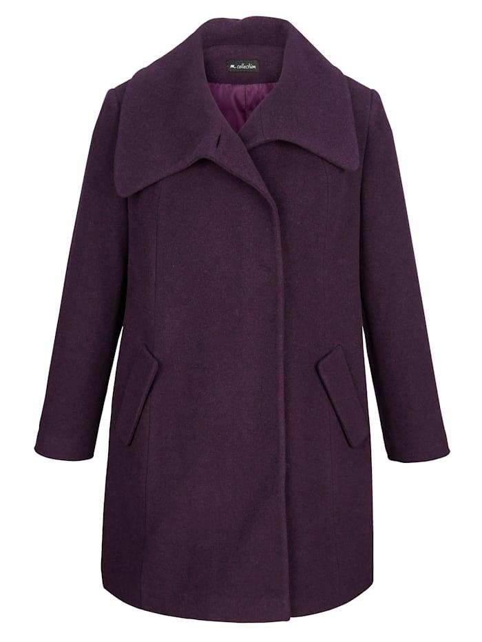 Vlnený kabát s moderným ležatým golierom