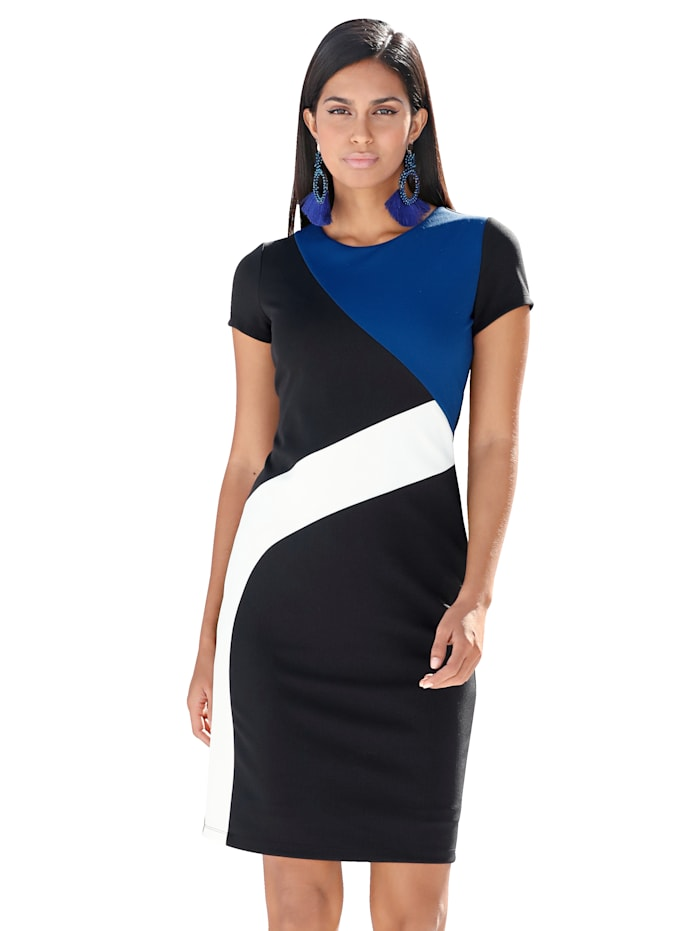 Kleid mit grafischem Patch-Muster