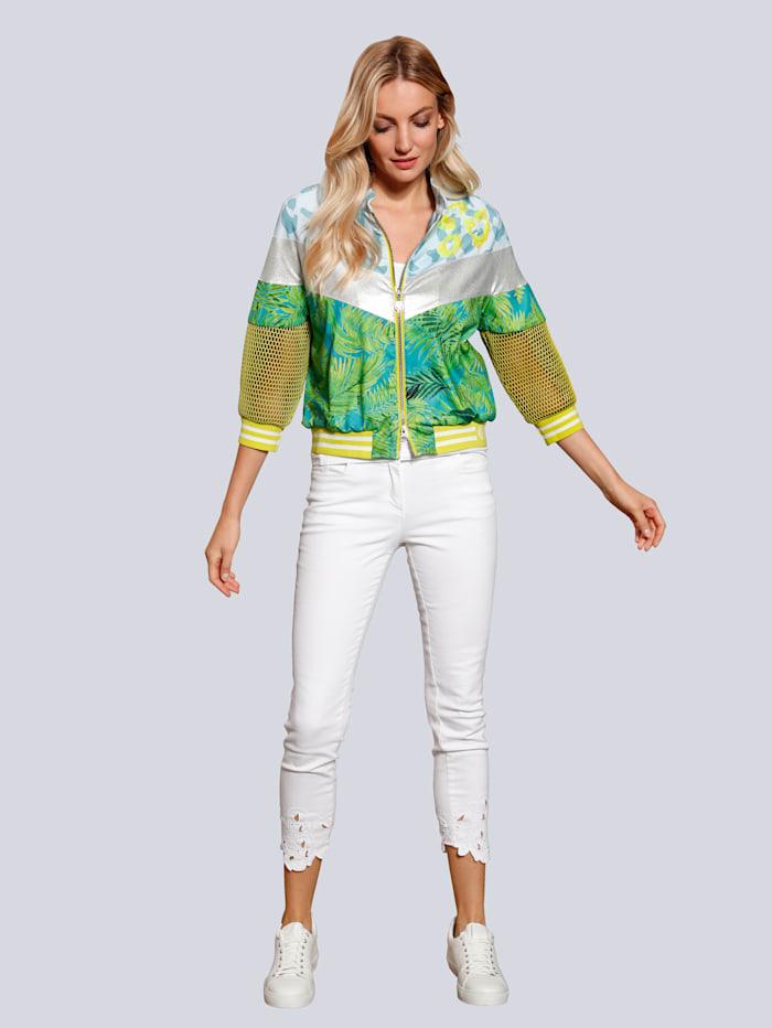 Jeans mit Lochstickerei am Saum
