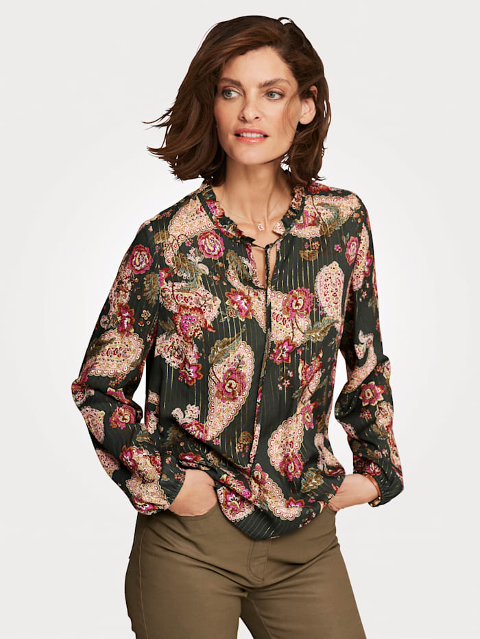 Pull-on blouse with a sophisticatedpaisley print