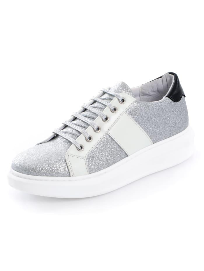 Sneaker als glitzerndes Highlight