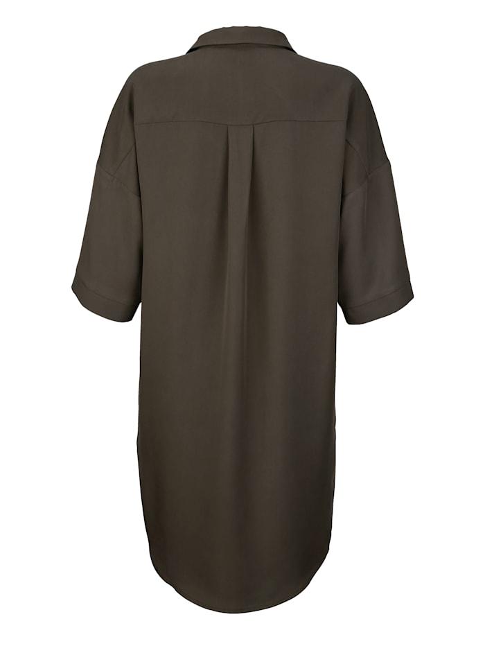 Kleid in lässig fallender Form