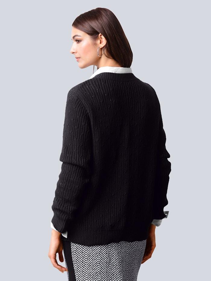 Pullover mit aufwändigem Zopfstrickmuster