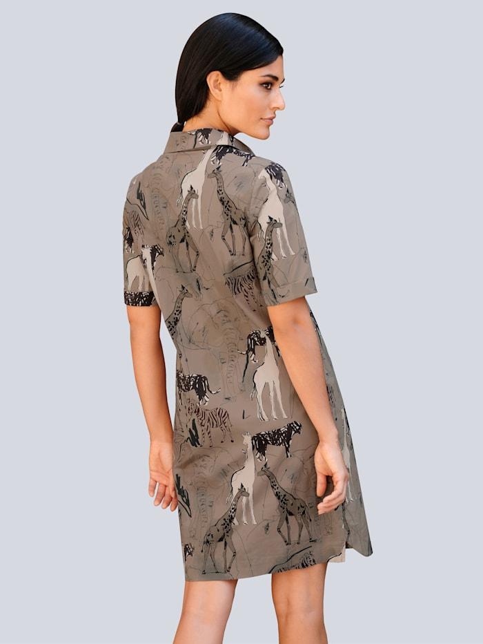 Klänning med läckert mönster