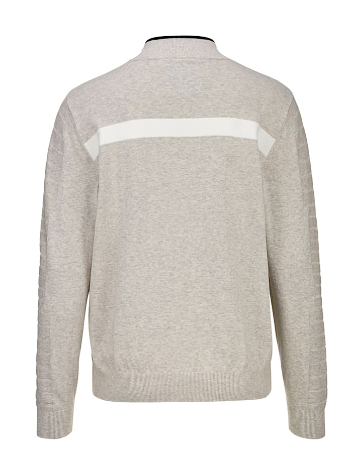 Pullover mit verschiedenen Strukturen