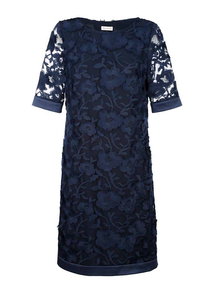 Kleid im wunderschönen Blätter-Dessin allover