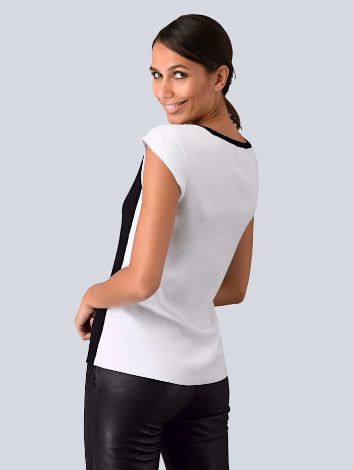 Pullover in modischem Colour Blocking