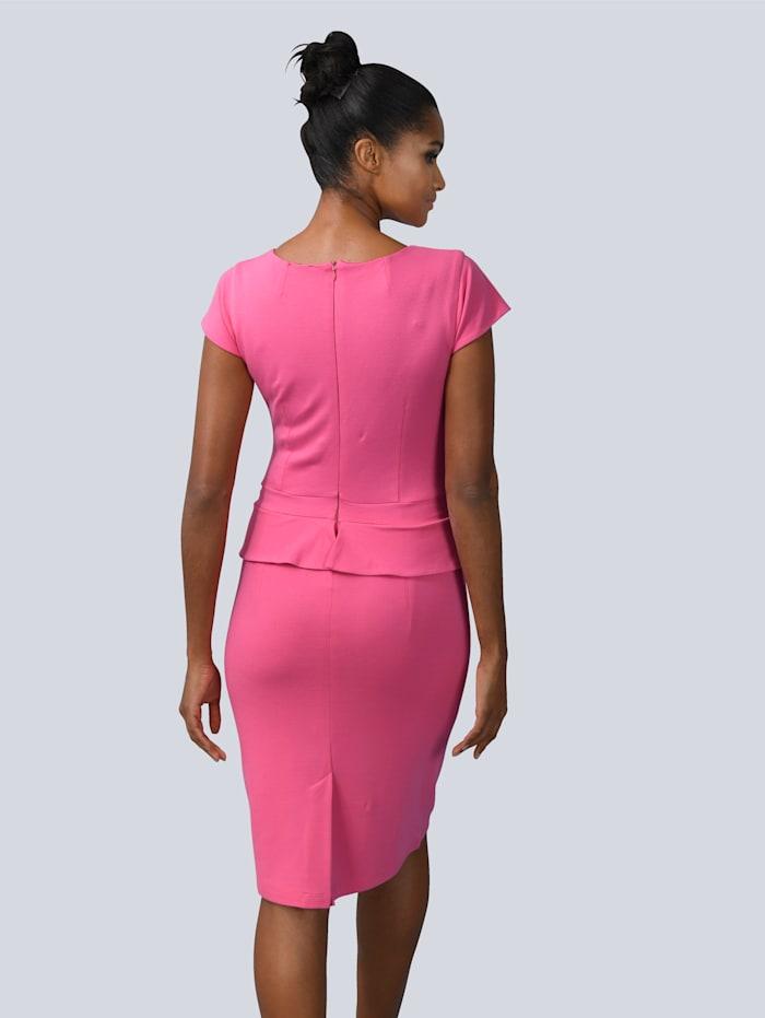 Klänning i insvängd modell