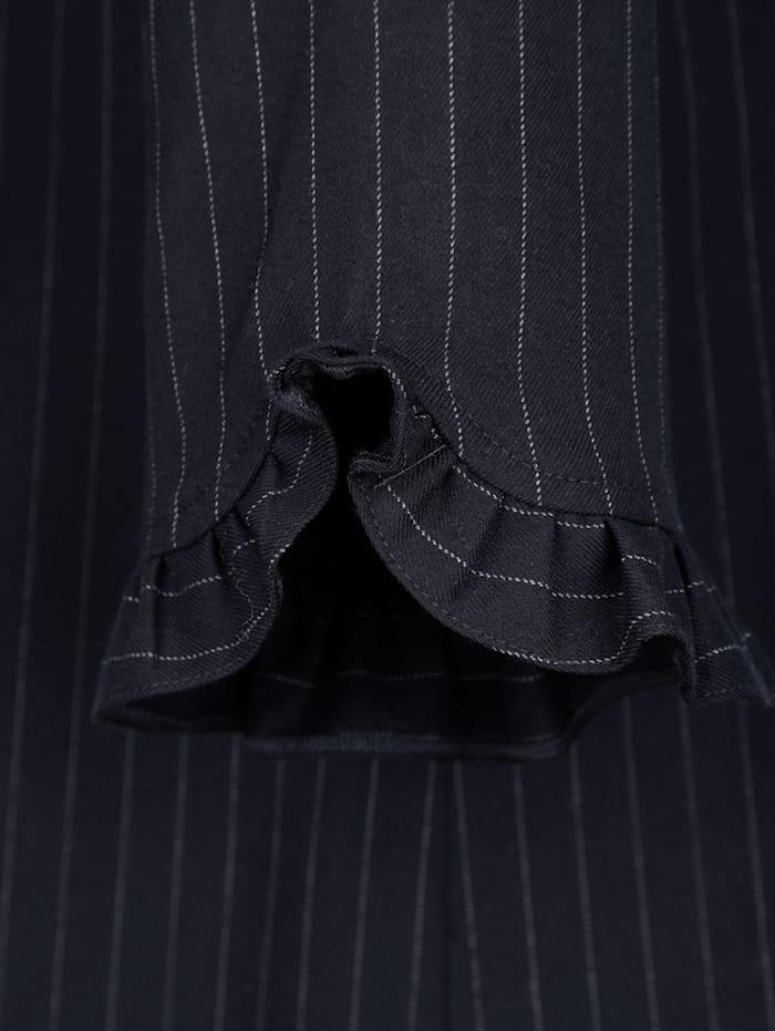 Kleid mit feinen Nadelstreifen