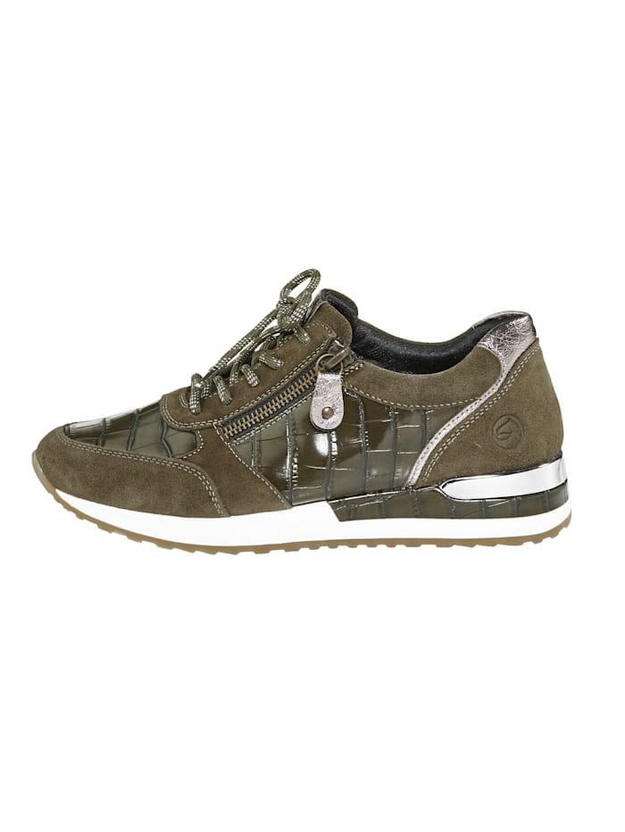 Sneaker in harmonischem Materialmix