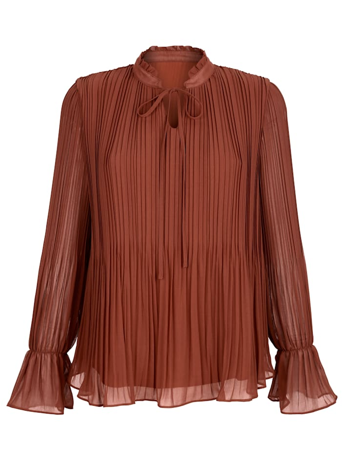 Pull-on blouse with eye-catching pleats