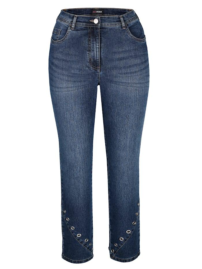 Jeans met sieroogjes aan de zoom