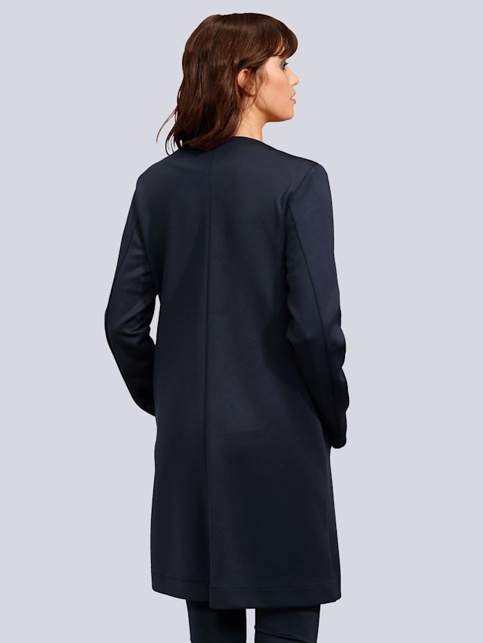 Mantel mit geraden Saumabschlüssen