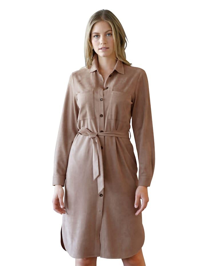 Kleid in Hemdblusenoptik
