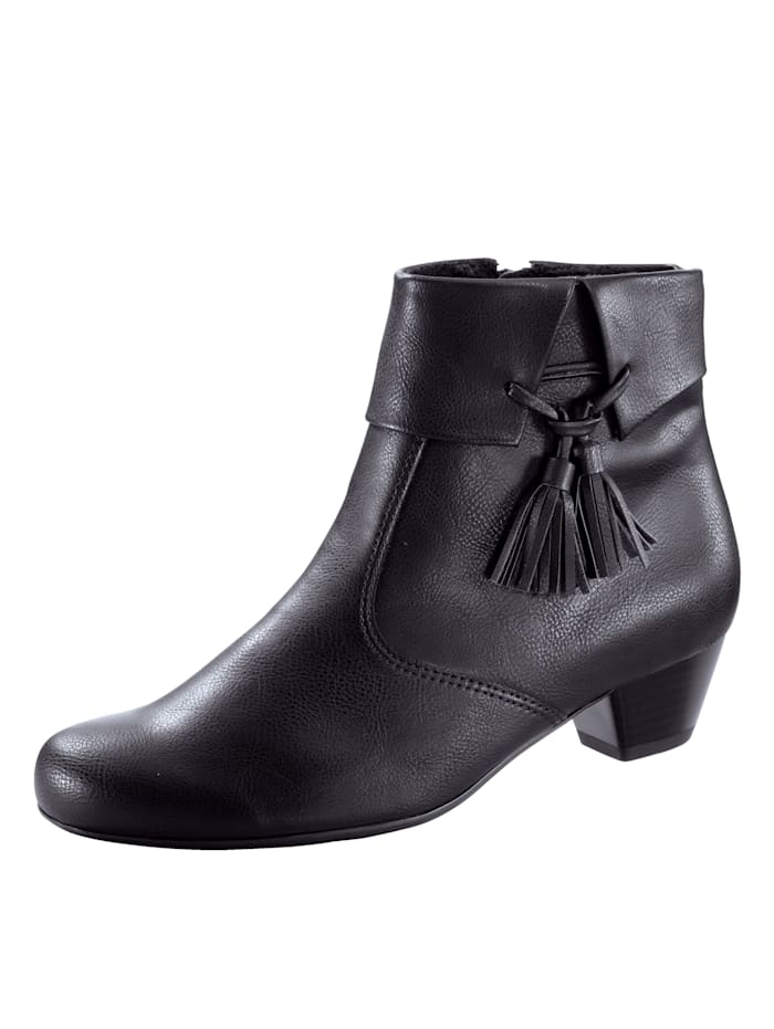 Ankle boot with attractive piping