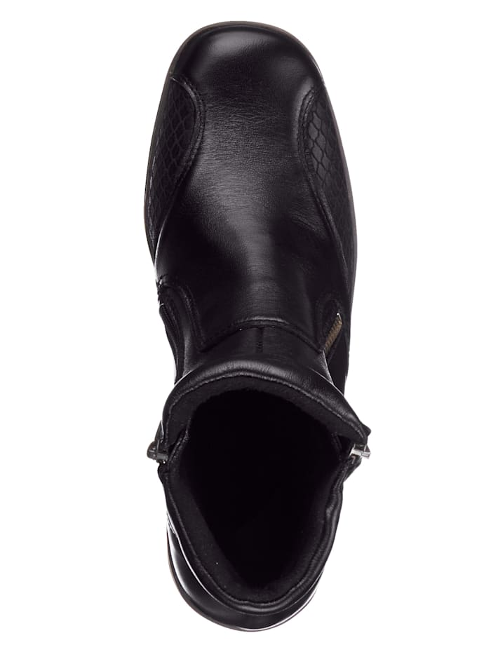 Ankle boots in a timeless design