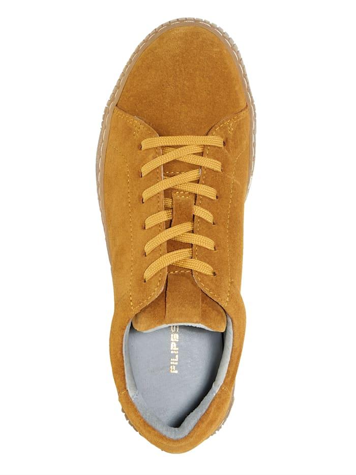 Sneaker in supermodieuze look