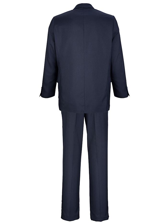 Oblek v kvalitě se snadnou péčí
