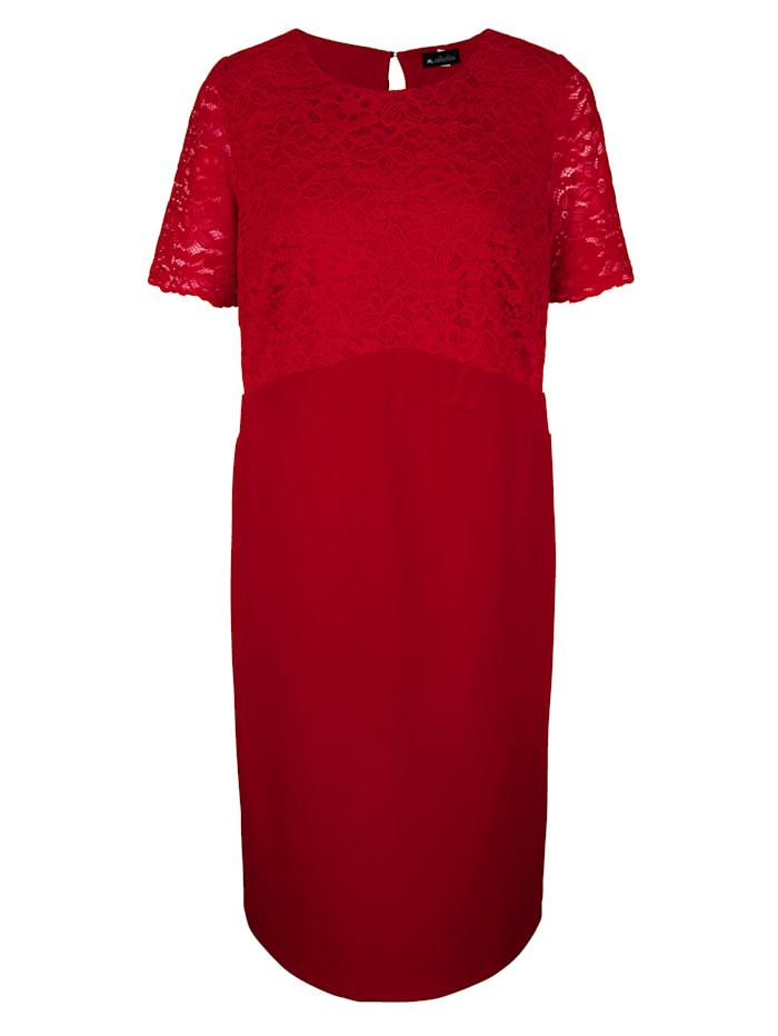 m. collection Šaty s elegantní krajkou na horním díle, Červená