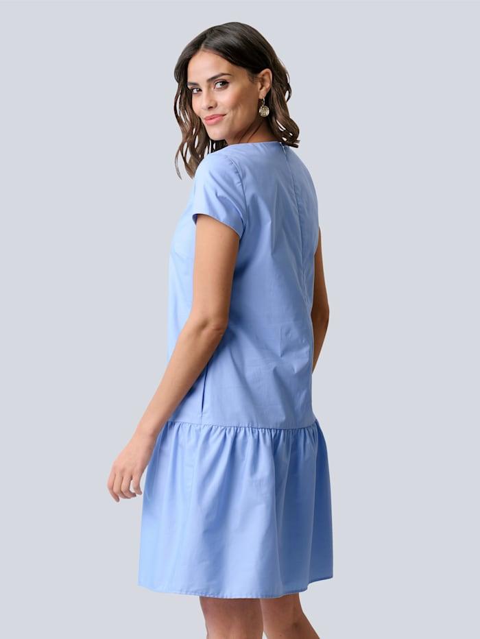 Klänning med bred volangkant nedtill