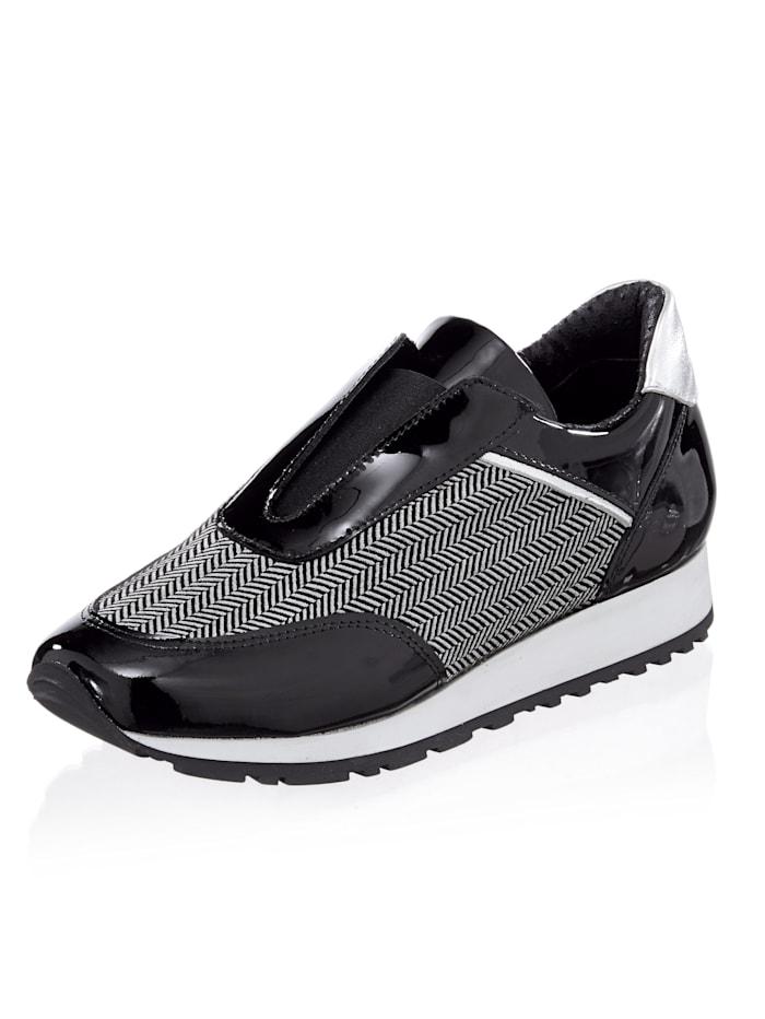 Sneaker in Patchoptik