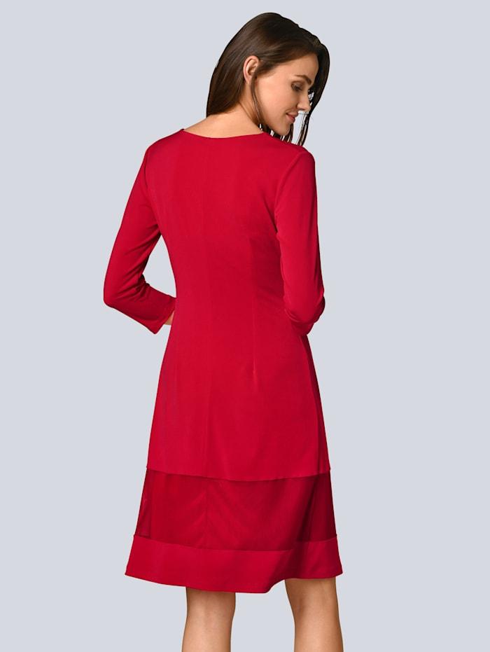 Kleid mit einer transparenten Bahn am Saum